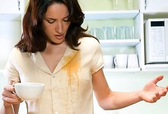 Девушка облилась чаем