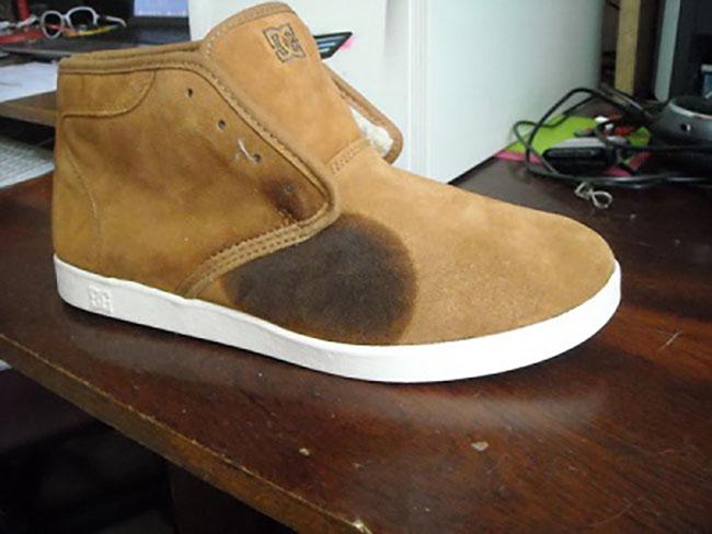 Пятно на ботинке