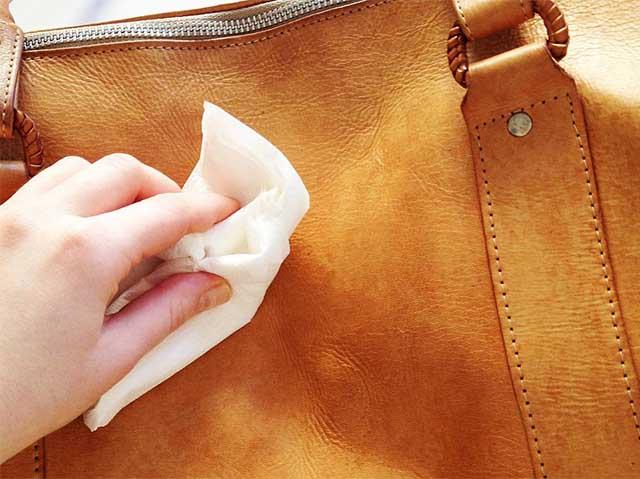 Ручная очистка сумки