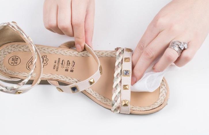 Чистка сандалий