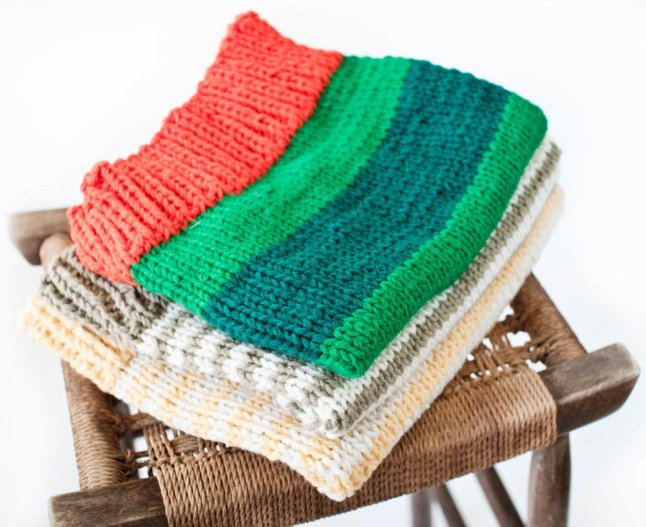 Как стирать кофту (из ангорки, вязаную, шерстяную и т.д.), что делать, если вещь растянулась после стирки, если покрасилась белая?