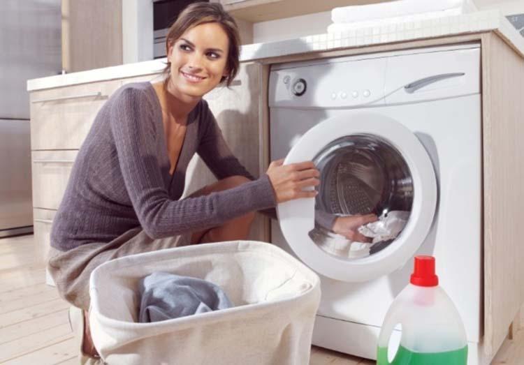 Как стирать лен: можно ли в стиральной машине и при какой температуре, как правильно сушить льняные вещи после стирки, при скольки градусах?