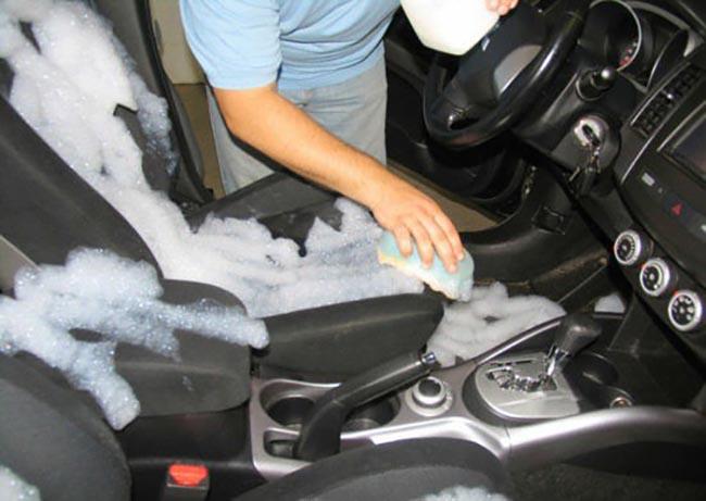 Влажная уборка автомобильного салона